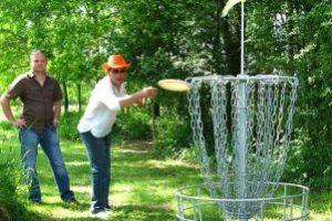 Disc golf in klimpark L-Appel de la Foret bij Thenon.