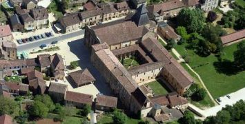Château de Biron en de Abbaye de Cadouin afgebeeld op 2 nieuwe munten.