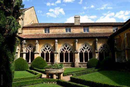 Dordogne Périgord: Le Cloître de Cadouin.  Deze middeleeuwse abdij staat op de Werelderfgoedlijst van UNESCO.