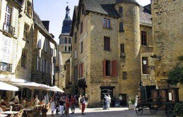 Dordogne: de lekkerste taarten koop je bij boulangerie La Salamandre in Sarlat. Foto: Office de Tourisme de Sarlat.