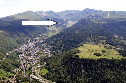 Het brongebied van de Dordogne bij Le Mont-Dore, aan het eind van het dal naar Puy de Sancy.