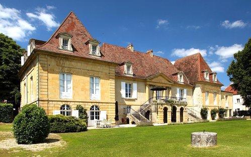 Château les Merles golf hotel restaurant: gezien vanuit de kasteeltuin.