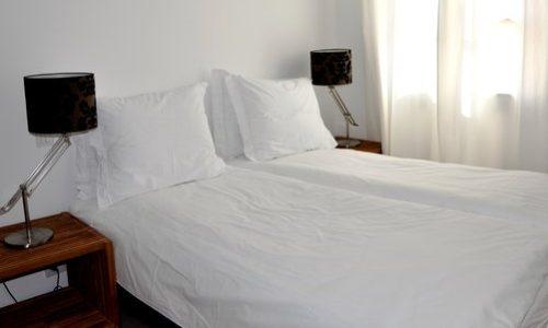 Château les Merles golf hotel restaurant: het kasteelhotel telt 12 luxe kamers, 2 suites en een appartement.