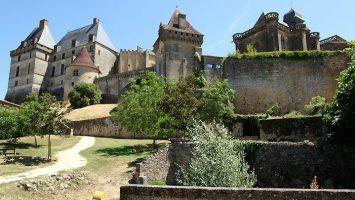 Château de Biron, Dordogne Périgord (foto Manfred Heyde).