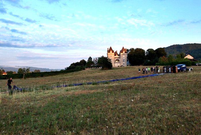 Périgord Dordogne Montgolfières: de ballonvaart begint op een weiland van het Domaine de Monrecour.