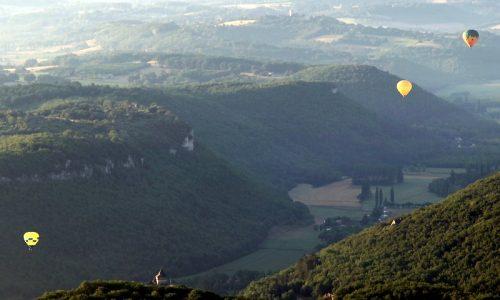 Périgord Dordogne Montgolfières: het dal van de Dordogne richting Domme.