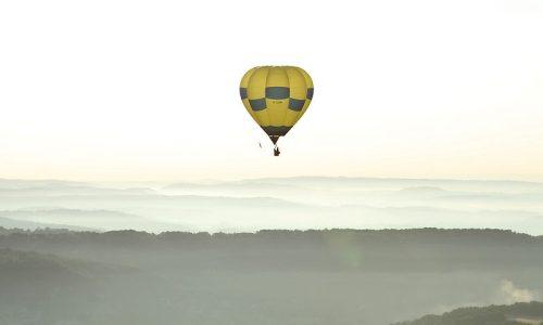 Périgord Dordogne Montgolfières: in een luchtballon boven de Dordogne.