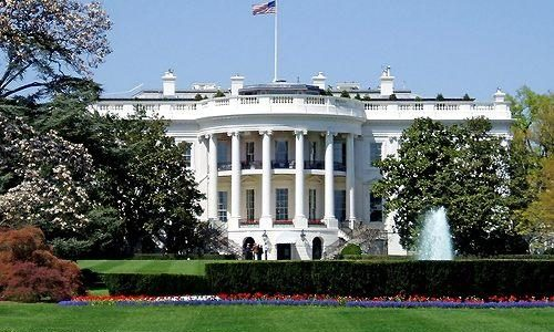 Dordogne Perigord: Witte Huis (the White House) kopie van Chateau de Rastignac?