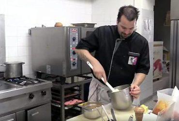 Dordogne Périgord - Chef Florent Reversat in de keuken van 'La Table de Léo' in Saint-Avit-Sénieur