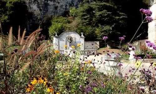 Dordogne-Périgord - villes et villages fleuris-fleurie:  Brantôme.
