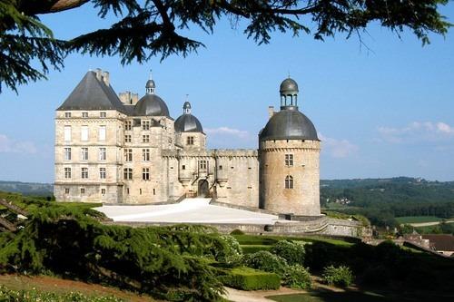 Dordogne Périgord: Château de Hautefort.