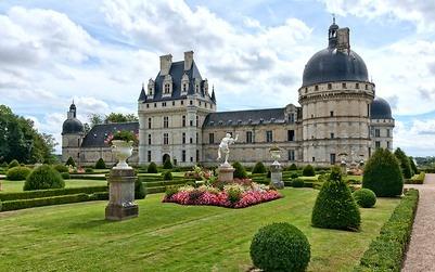 Dordogne Périgord: Château de Hautefort heeft veel weg van een koninklijk slot in het Loire-gebied, zoals Château de Valençay.