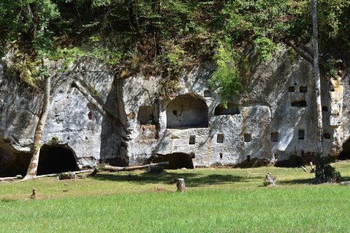 Dordogne Périgord: Chateau de Commarque in het dal van de Beune bij Sarlat