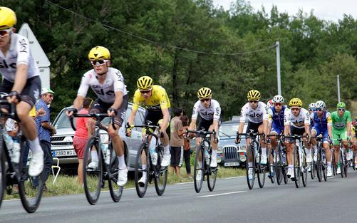 Tour de France 2019 weer niet door Dordogne-Périgord. Op de foto: het peloton met de latere Tour-winnaar Chris Froome.