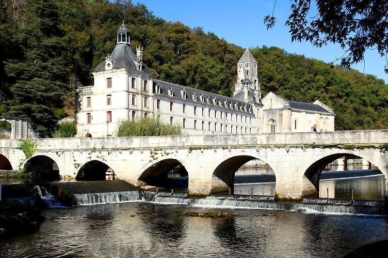 Dordogne-Périgord - abdijen abbeys abbayes: abdij in Brântome.