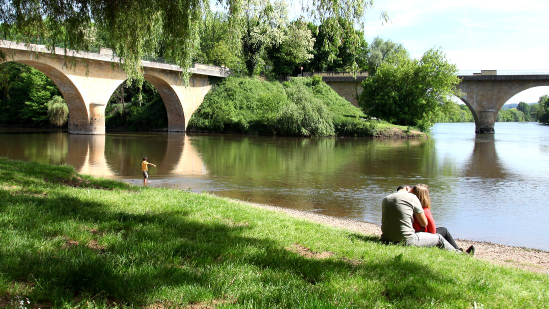 Dordogne-Perigord-samenvloeiing Vezere-Dordogne bij Limeuil