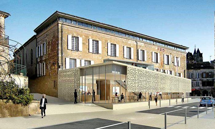 Quai Cyrano: Office de Tourisme en Maison du Vin in het historische Cloître des Récolettes.